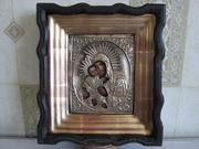 Реставрирую  иконы и картины старинные. Профессионально и качественно.