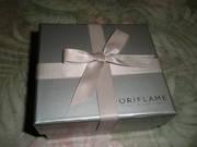 Новая, красивая, стильная коробочка с бантиком для романтичного подарка