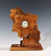 Авторские настольные часы вырезанные из капа дуба.